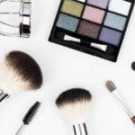Podstawy makijażu: szminki, pomadki, błyszczyki